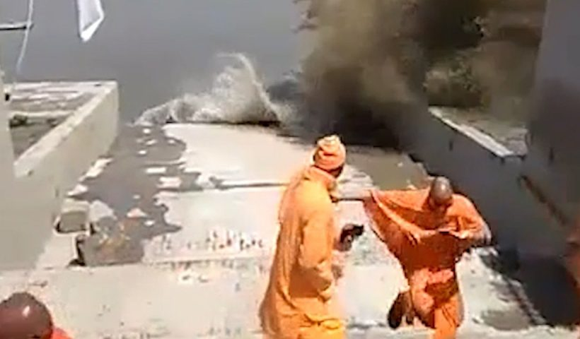 Dramatic Waves at High Tide Send People Fleeing in India