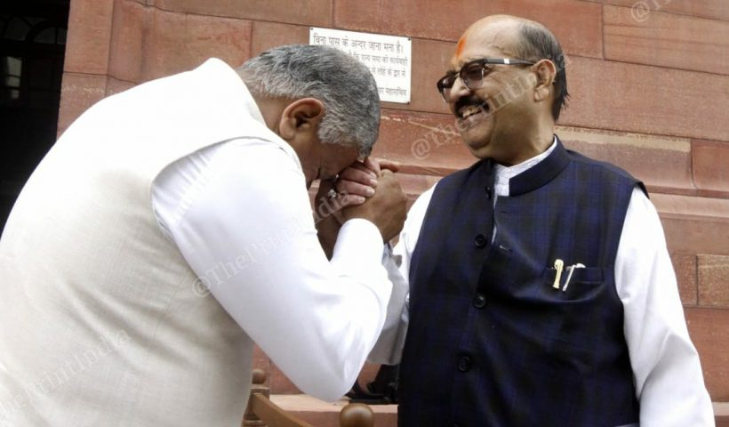 Amar Singh could connect Mulayam to Clinton. Now the famous middleman waits for Big B's call
